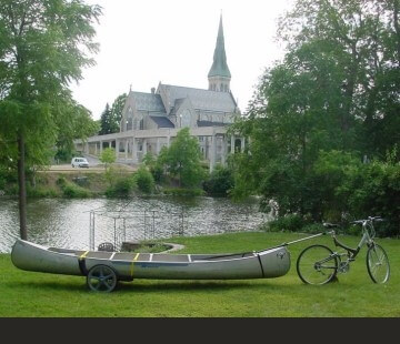 Heavy-Duty-Canoe-Kayak-Bike-Trailer-Backyard